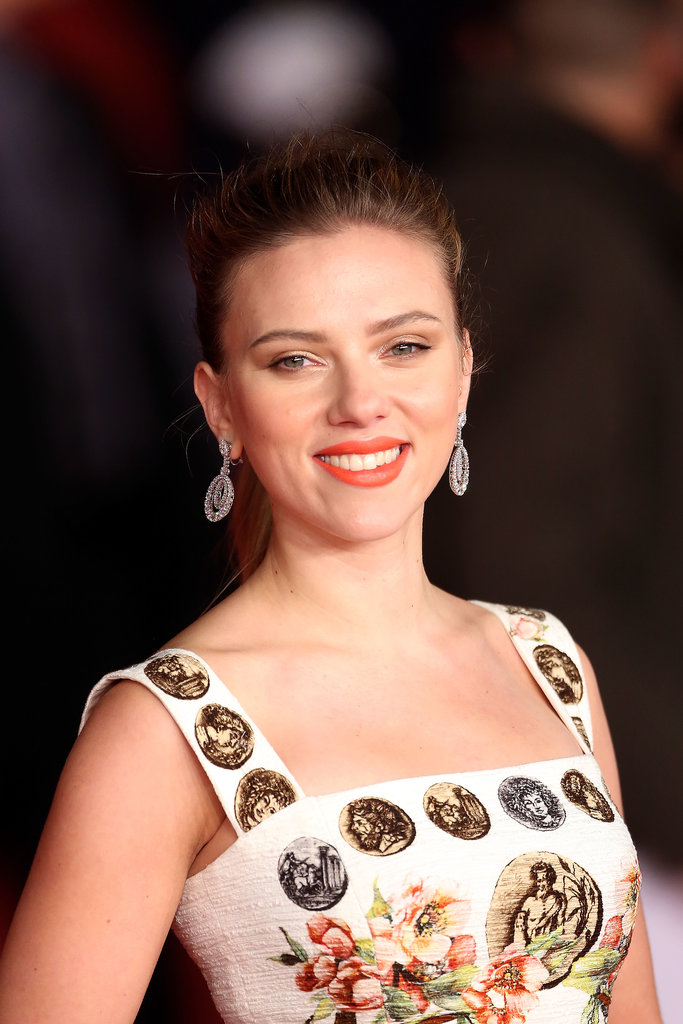 With orange lips and a pretty ponytail, Scarlett Johansson lit up the red carpet at the premiere of Her this weekend.