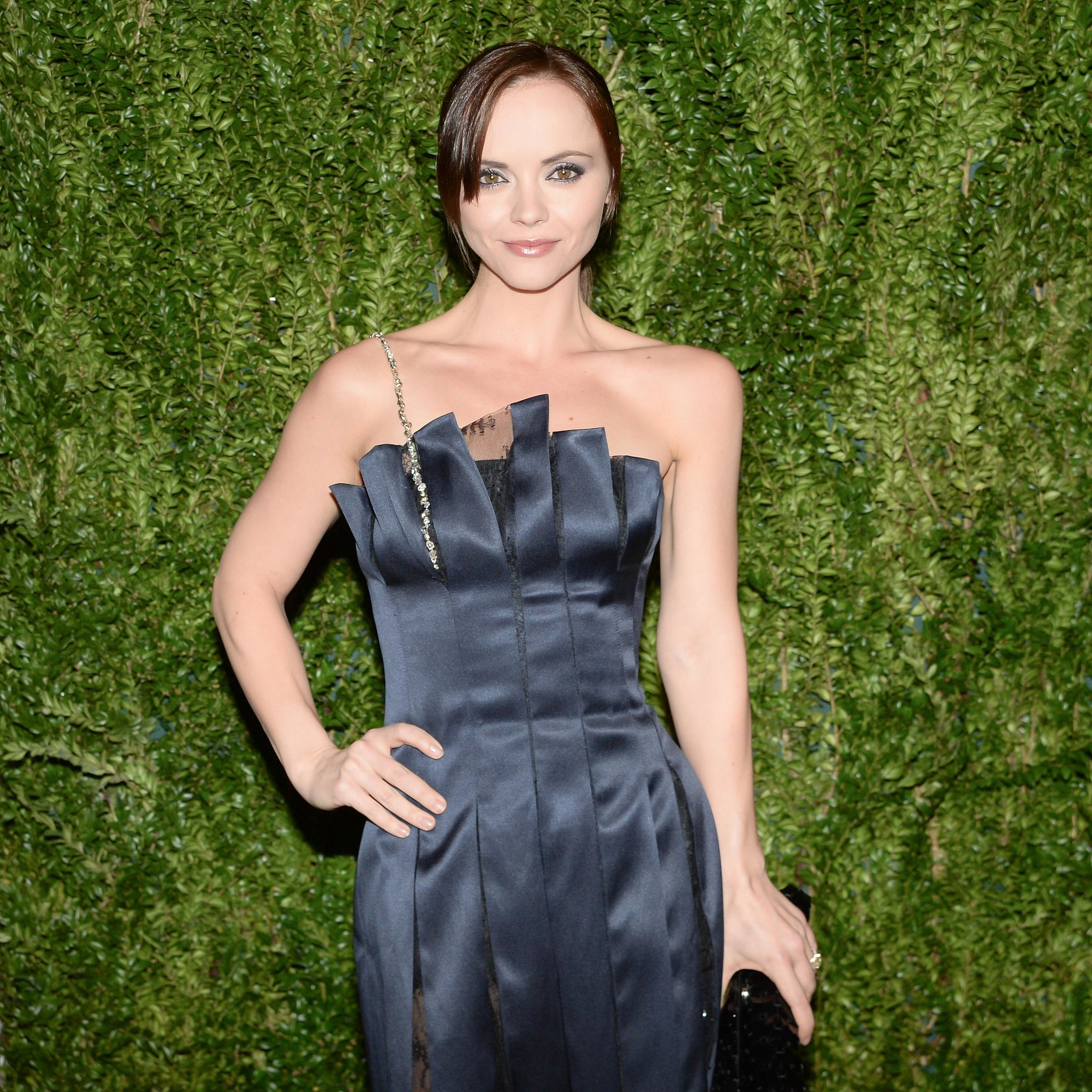 Christina Ricci paired her royal-blue dress with a similarly hued shadow and heavy eyeliner.