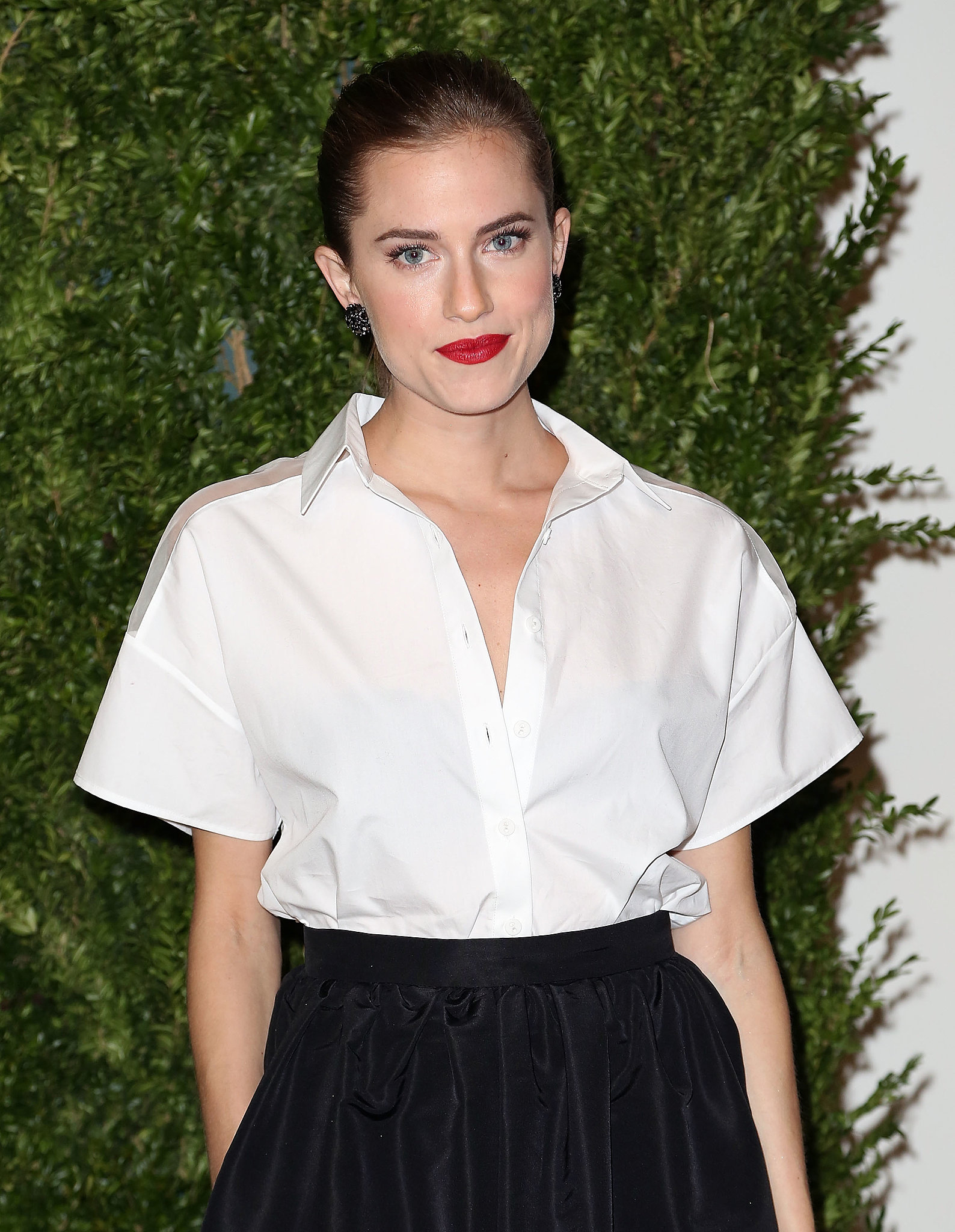 Allison Williams looked effortlessly elegant in a swept-back ponytail and bright red lips.