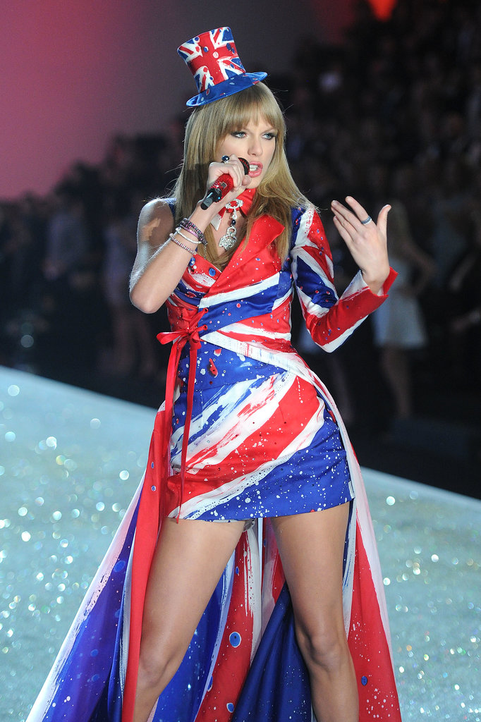 Taylor Swift performed two of her hits for the audience in two different ensembles during the 2013 show.