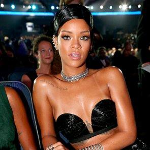 Rihanna's Hair Pins at the 2013 American Music Awards