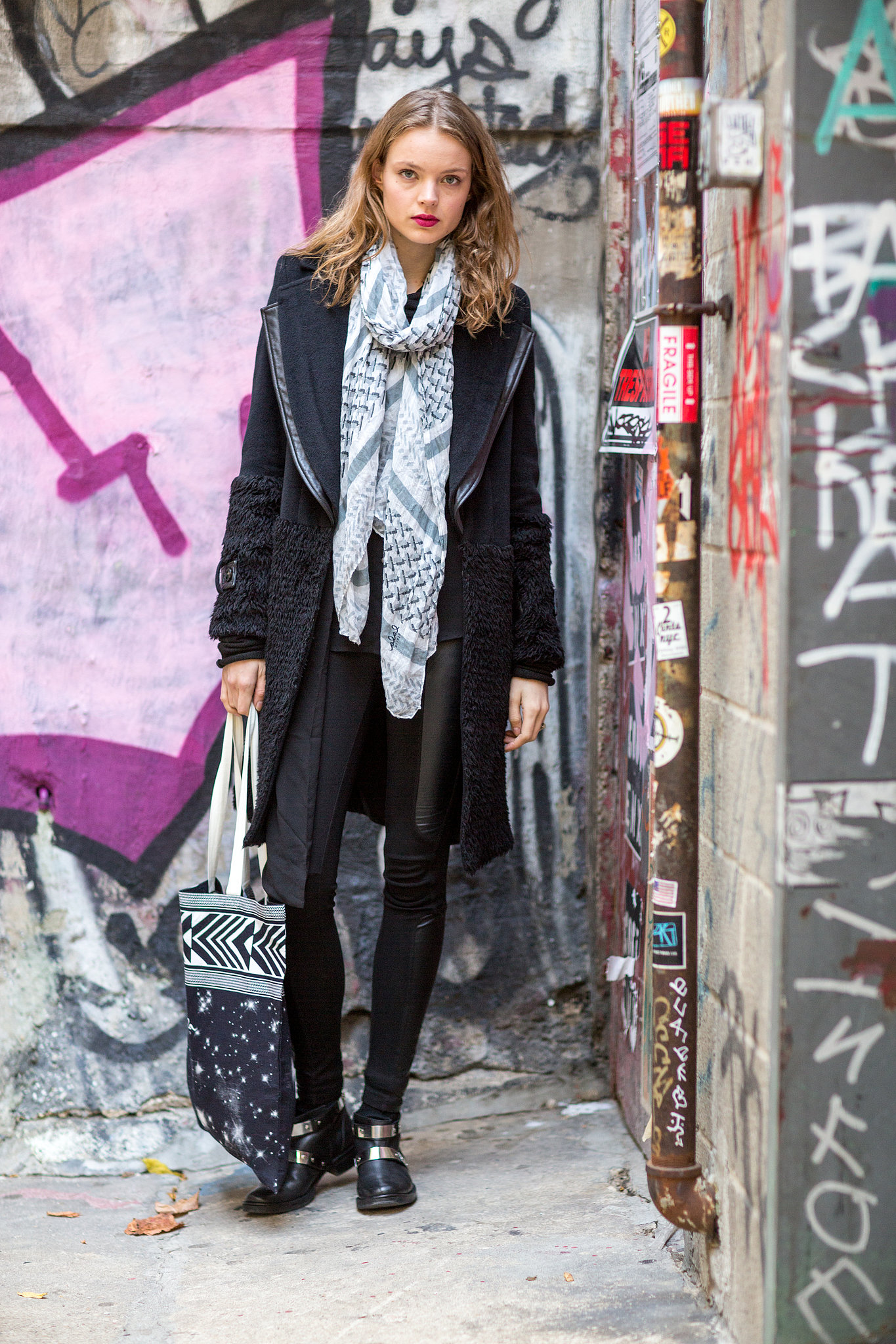 Nothing breaks up all-black like a bit of eclectic print. Source: Le 21ème | Adam Katz Sinding