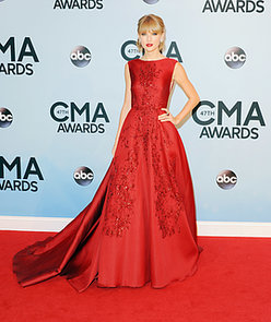 47th-annual-CMA-Awards-Taylor-oozed-Old-Hollywood-glamour