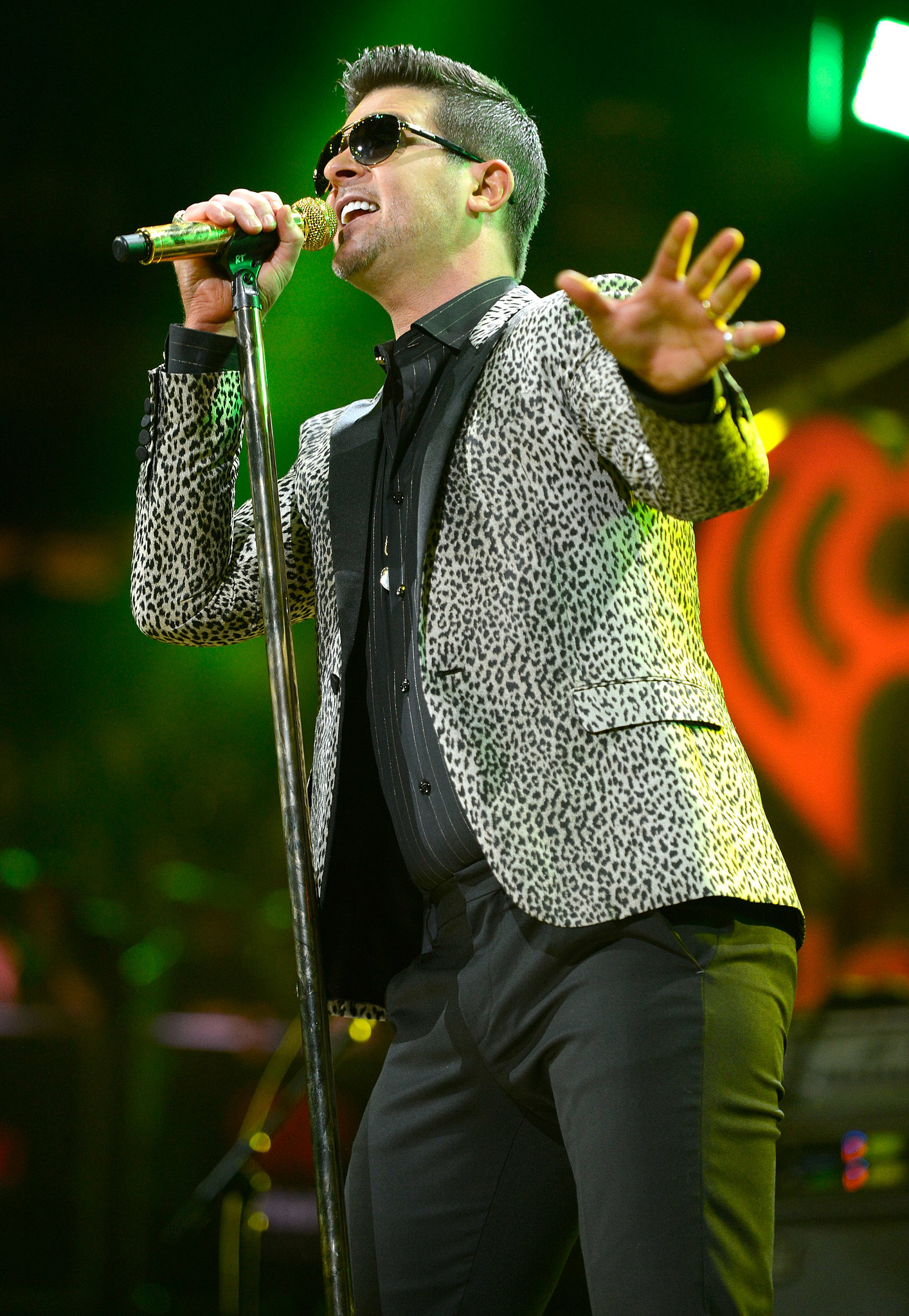 "Robin Thicke took the stage to perform ""Blurred Lines""."