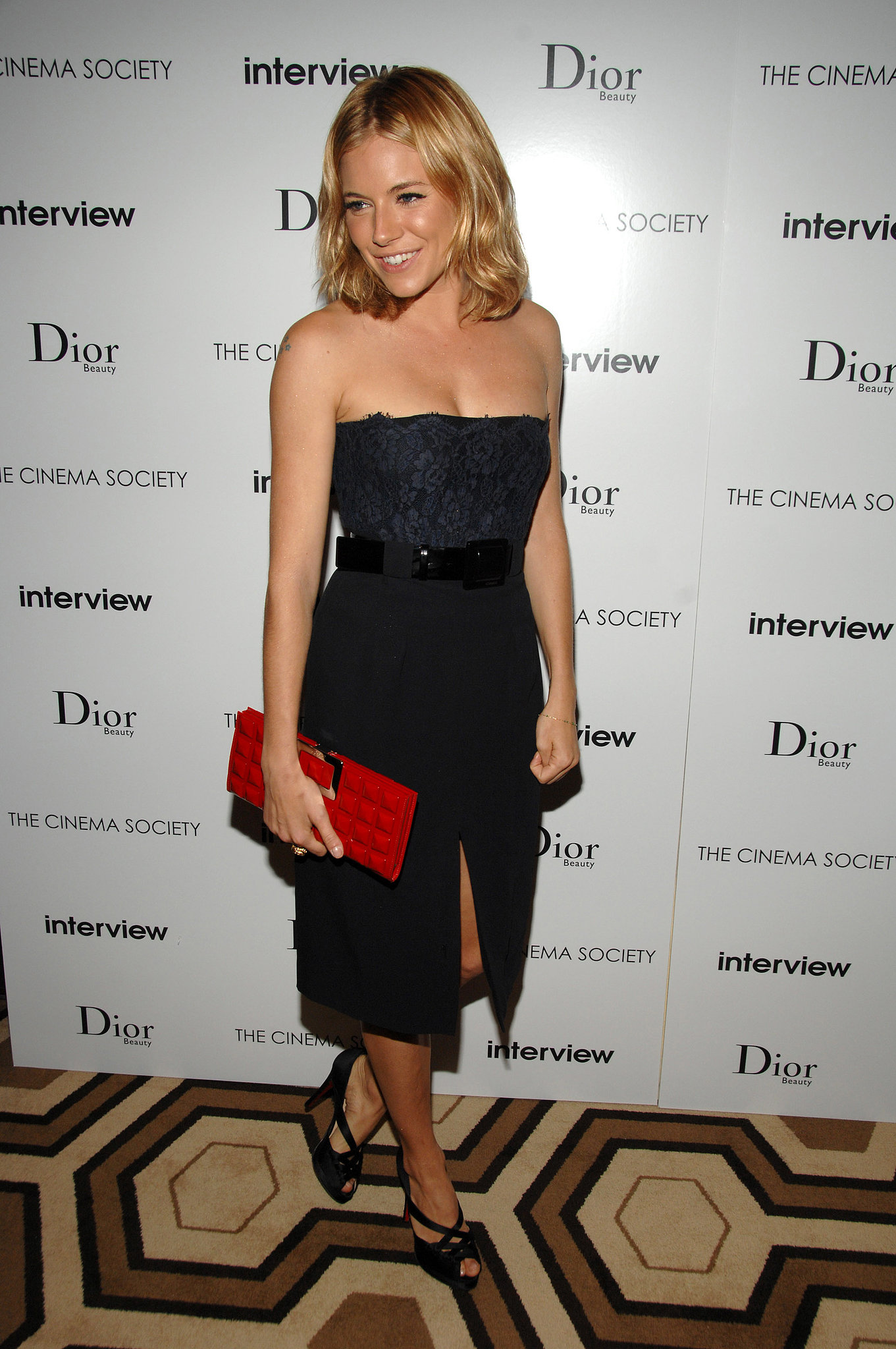 At a screening of Interview in 2007, Sienna wore a navy strapless dress with a pop of color via her vibrant textured clutch.
