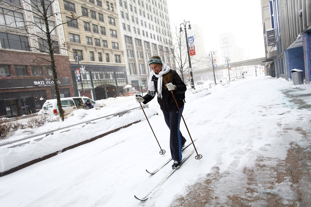 One woman skiied her way along the streets of Detroit, MI.