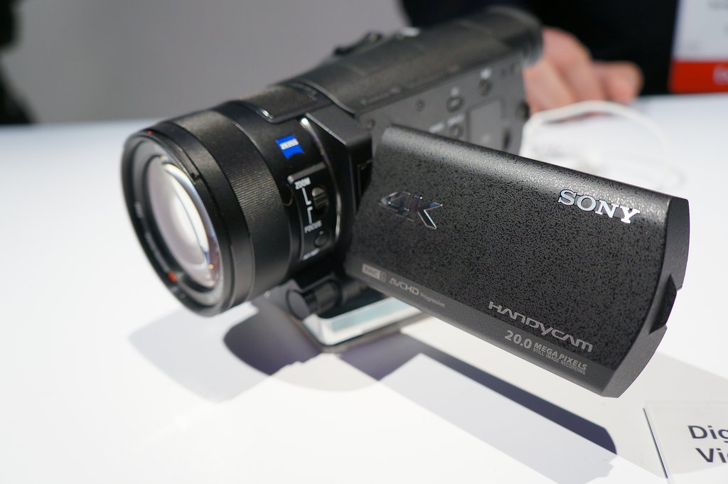 Handycam FDR-AX100 Front