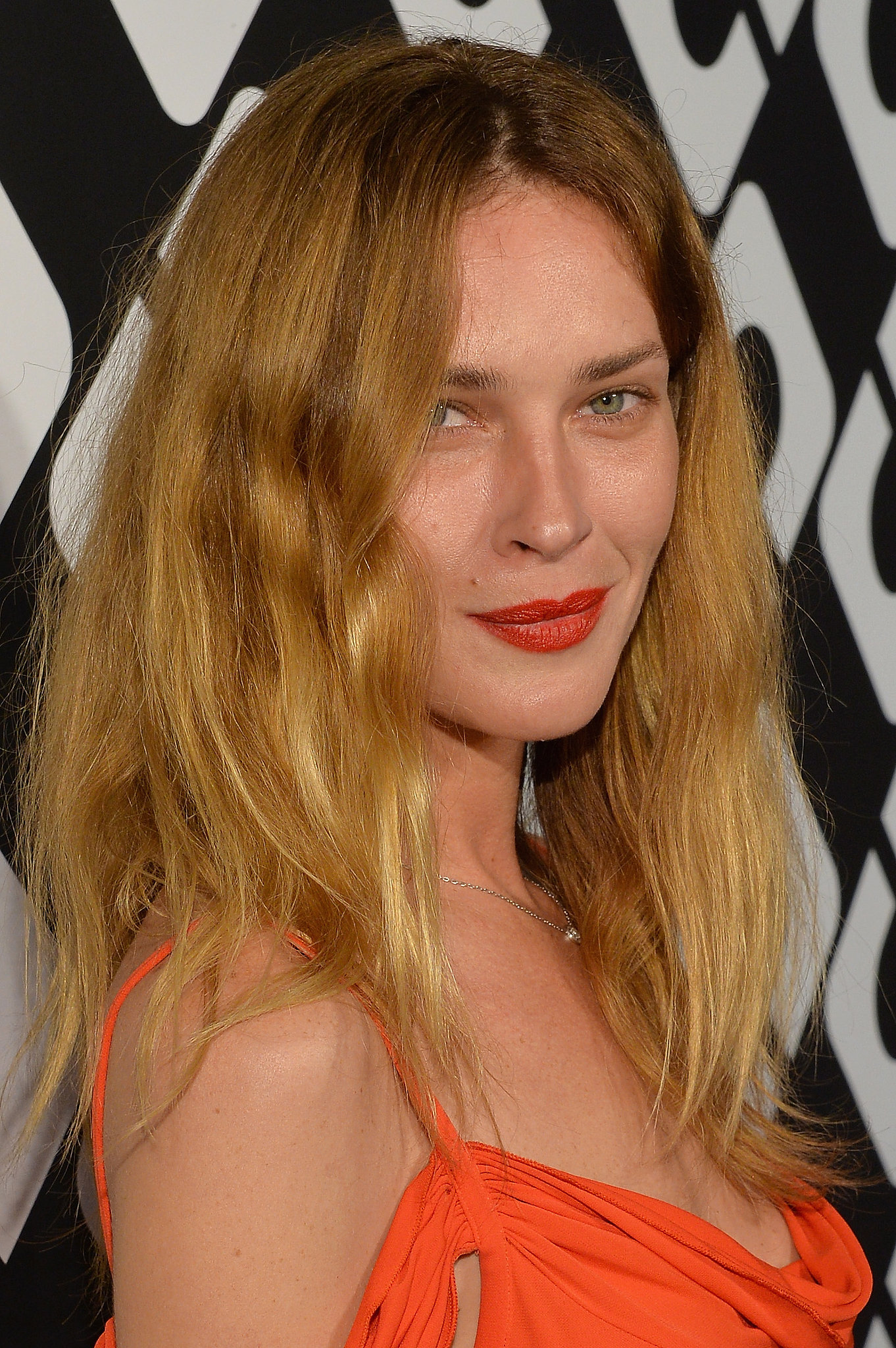With her red lipstick and her messy yet chic bed head, Erin Wasson simply oozed rocker-girl beauty.