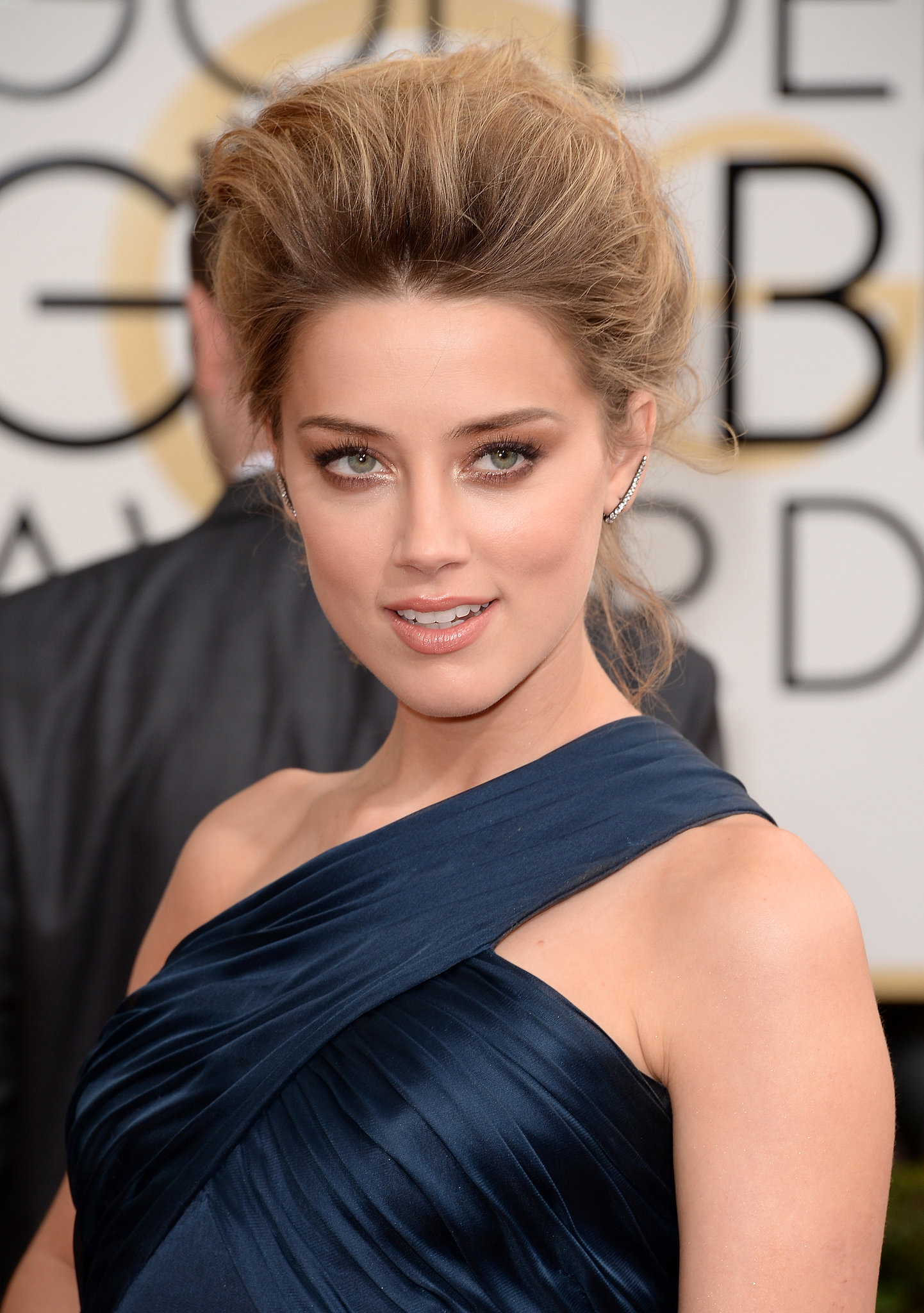 Va-va-voom! Amber Heard's bouffant is what Texas dreams are made of! A bronzed smoky eye, pearlized lips, and brushed brows completed her red carpet look.