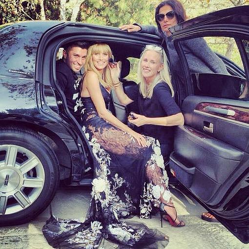 Heidi Klum posed alongside her glam squad. Source: Twitter user heidiklum
