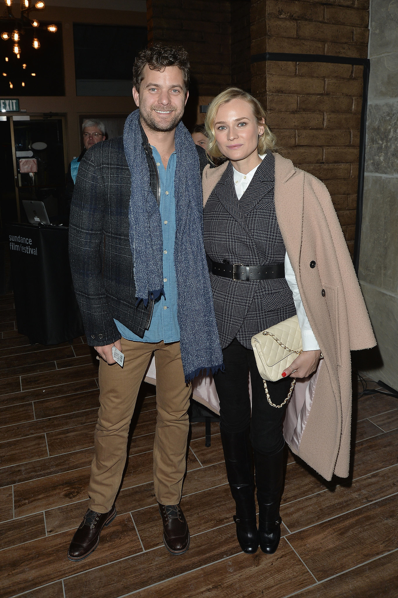 diane kruger and her boyfriend joshua jackson looked gorgeous on dynamic duos brave the cold. Black Bedroom Furniture Sets. Home Design Ideas