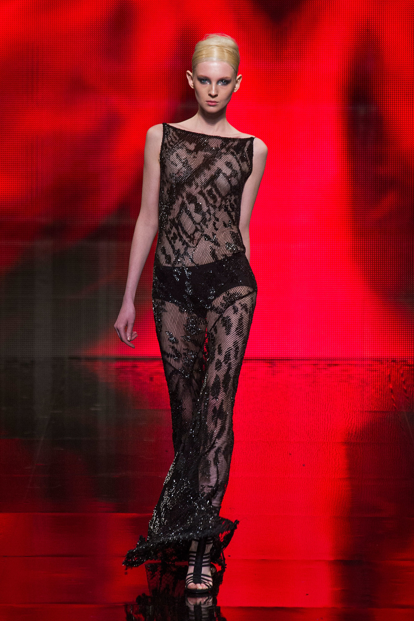 Donna karan new york fall 2014 donna karan makes turning for Donna karen new york