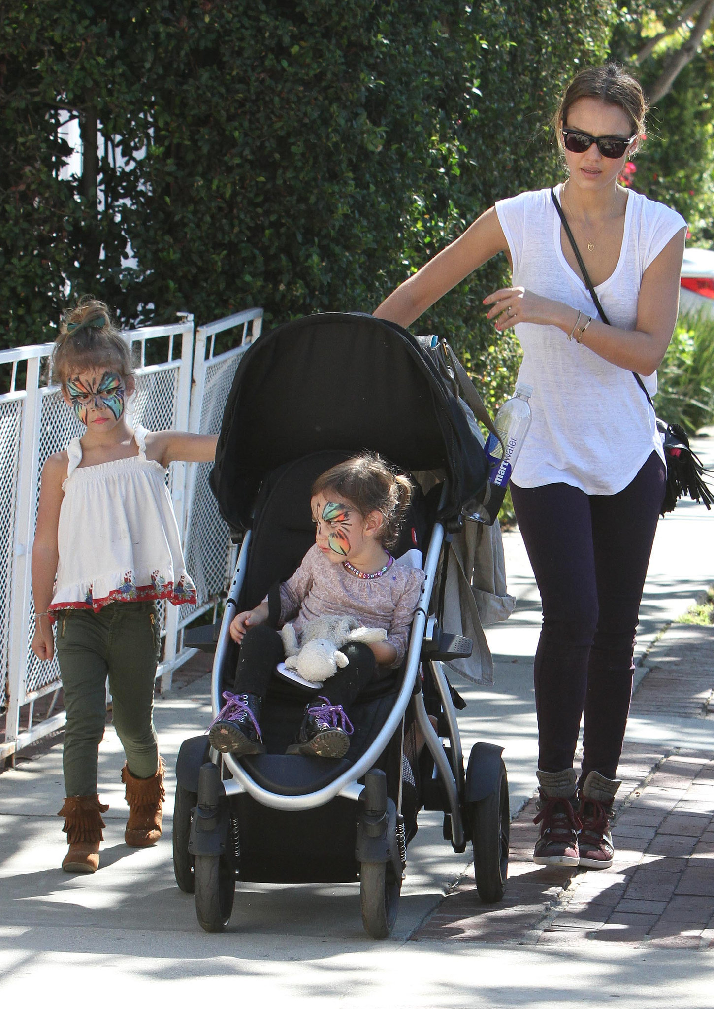 Jessica debuted a casual pairing — purple skinny jeans and high-top python Barbara Bui sneakers — while taking her leading ladies to Mr. Bones Pumpkin Patch in LA.