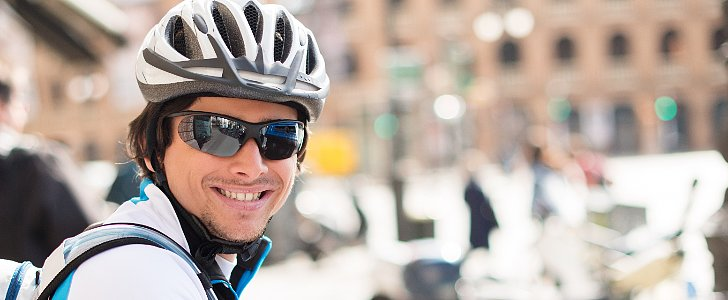 A Link Between How Cyclists Look and Their Performance