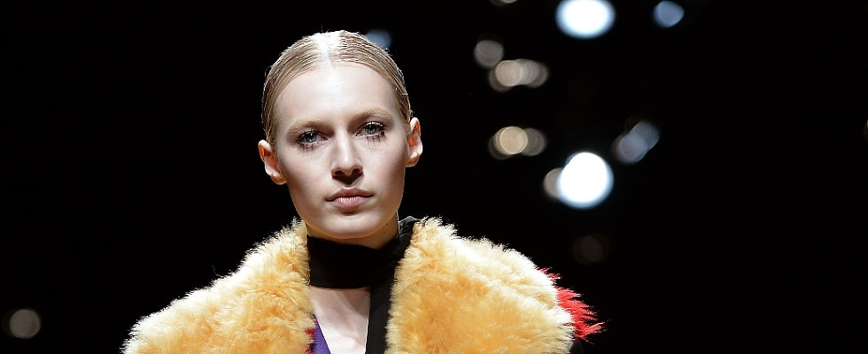 According to Prada, Clumpy Mascara Is Cool