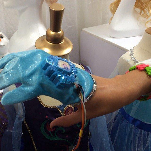 Frozen Elsa Glove