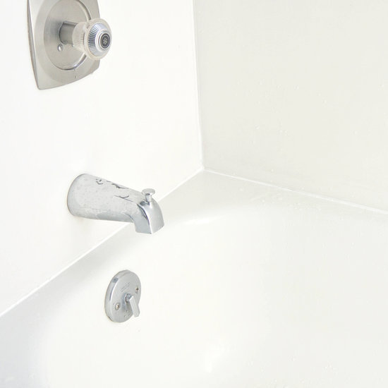 How to Caulk Around a Bathtub