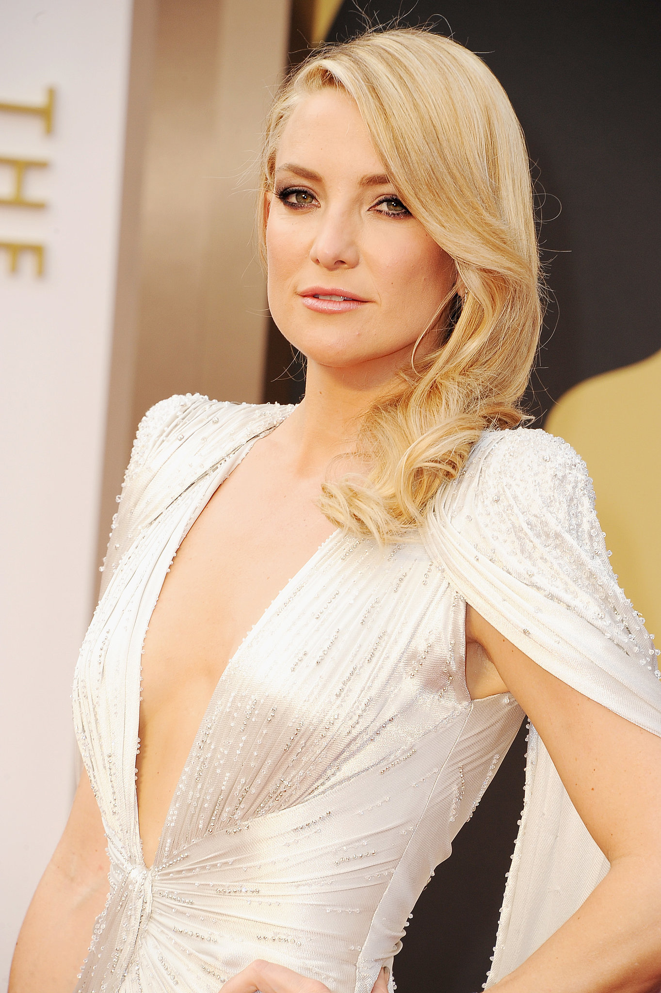 kate hudson at 2014 oscars zoom in on every glamorous