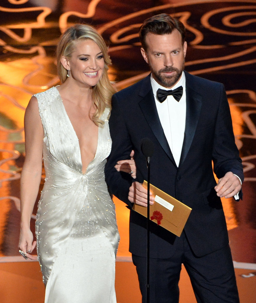 Kate Hudson and Jason Sudeikis walked arm in arm.