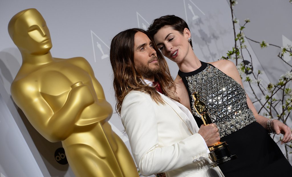 Anne Hathaway got close to Leto in the press room.