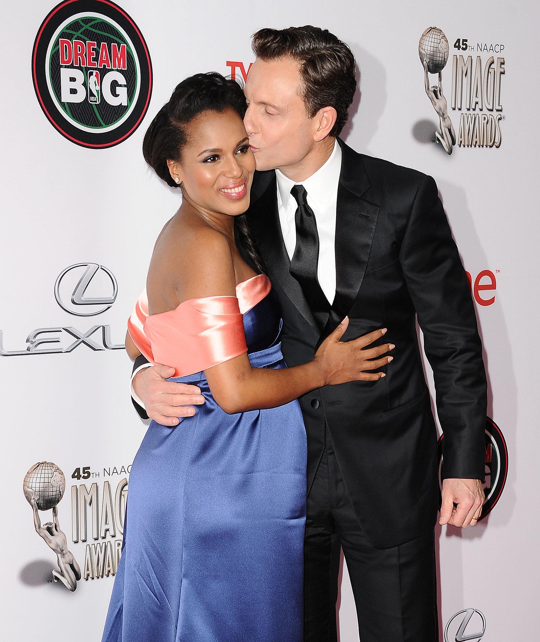 Scandal costars Kerry Washington and Tony Goldwyn got kissy for a photo at the NAACP Image Awards.