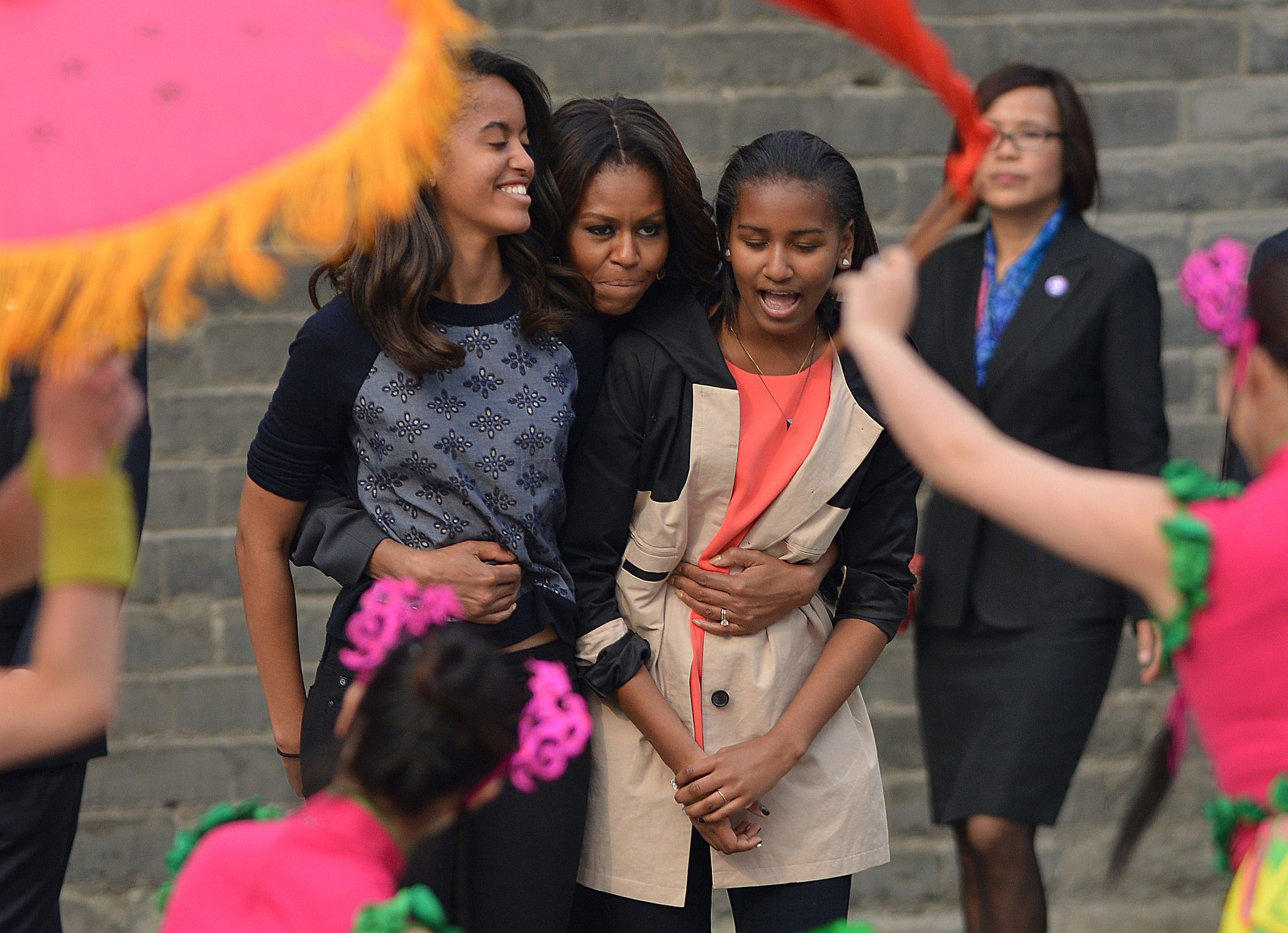 Michelle Obama hugged Malia and Sasha while they watched a traditional performance in Xi'an.