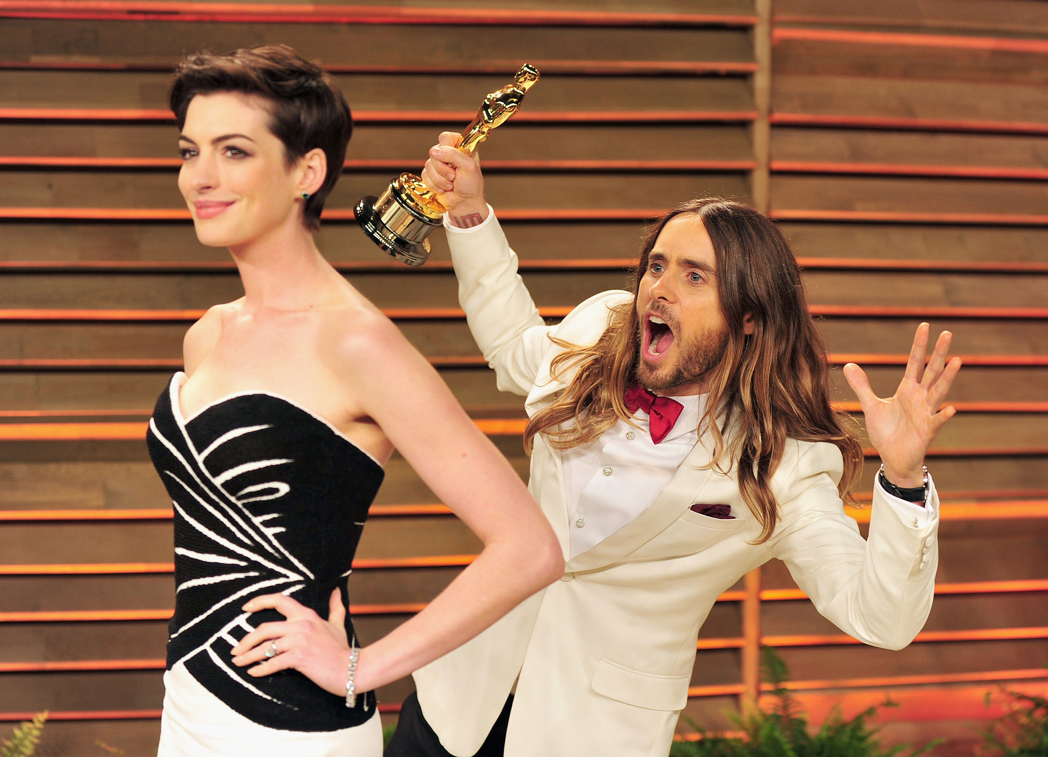 Jared Leto and His Oscar Photobombing Anne Hathaway