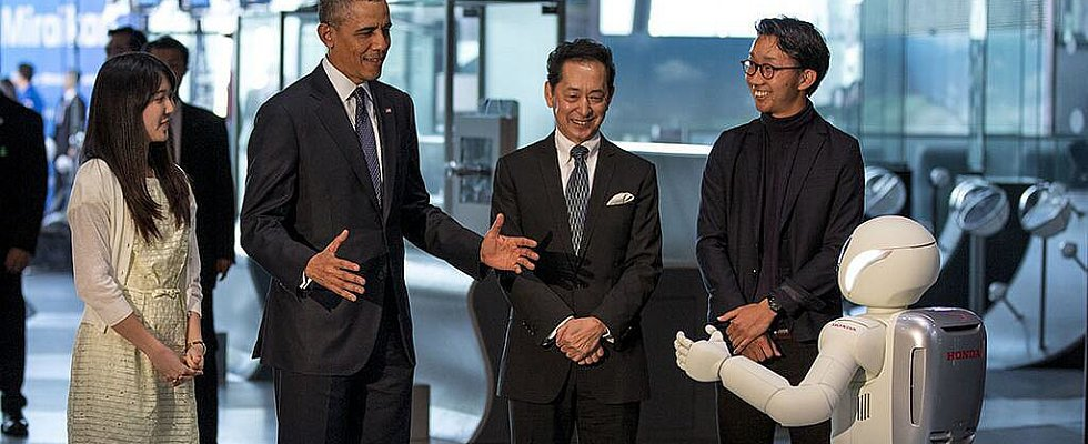 Robots Are Conspiring With the President (in Soccer)