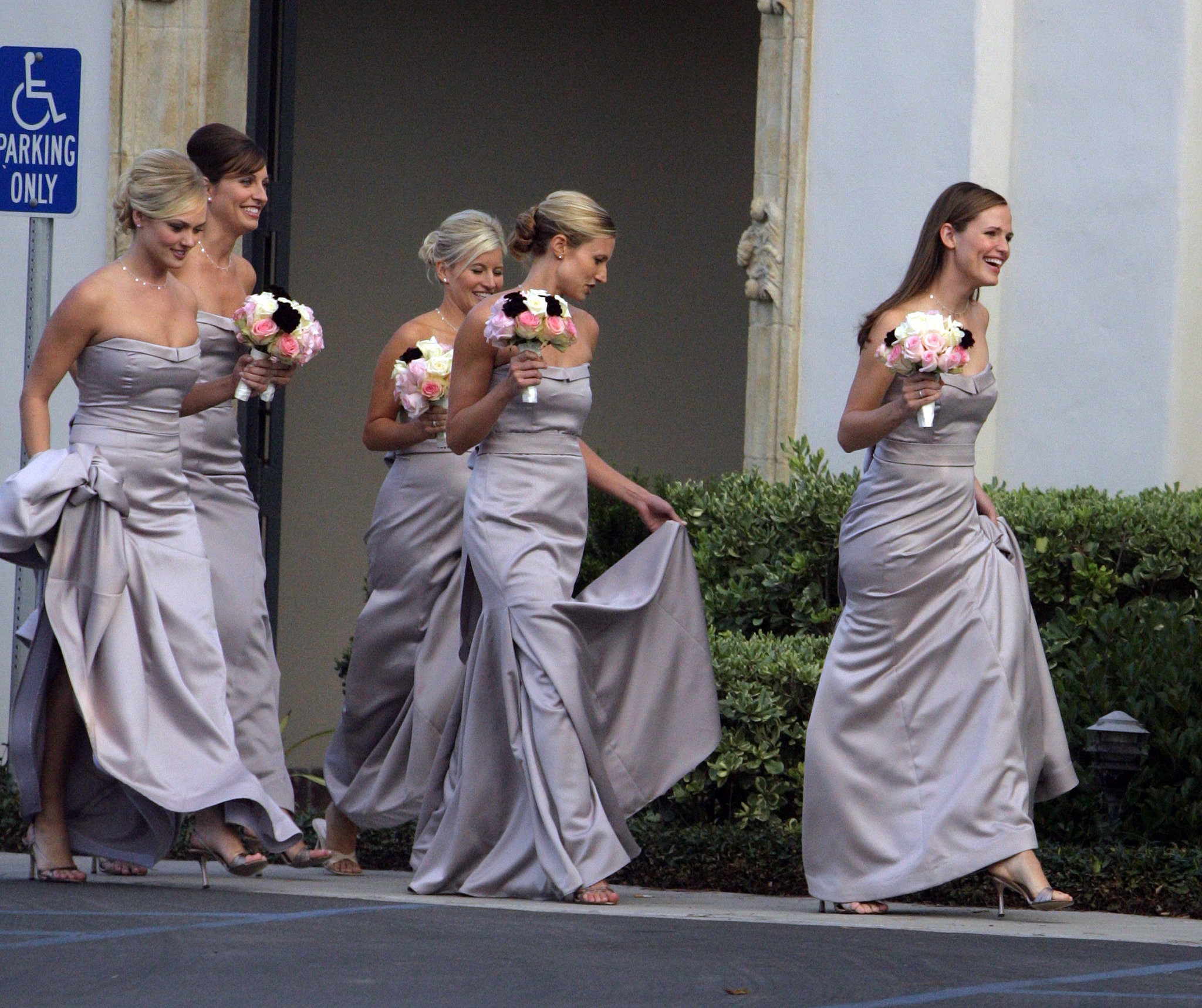 Jennifer Garner led the way for the bridal party during an October 2006 event in Montecito.