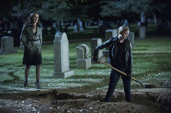 Revenge Finale Pictures Are In! Who's Being Buried?