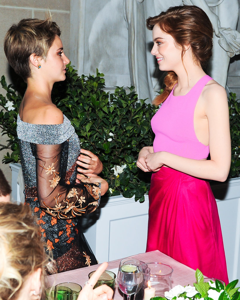 Emma Stone chatted with Shailene Woodley.