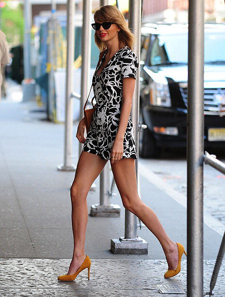 We nearly gasped when we saw Taylor's outfit — a cool, confident look that's guaranteed to illicit compliments from girls and guys. The romper's playful, but the length is downright sexy, especially paired with leg-elongating pumps. Plus, when you wear a romper or jumpsuit, you don't have to think about much else — it's a one-piece wonder. We