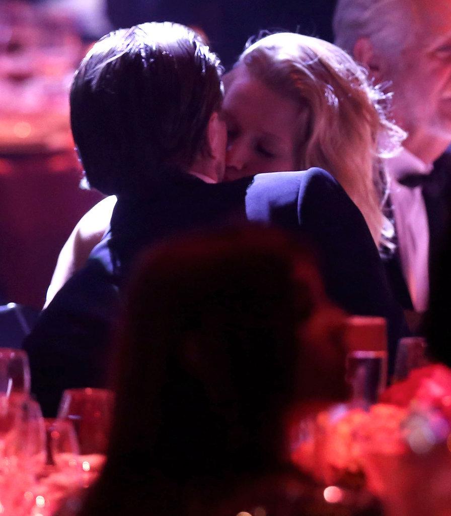 Leonardo DiCaprio and Toni Garrn Kissing at amfAR Gala ...