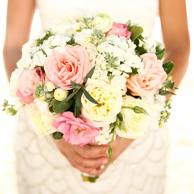 how to save on wedding flowers popsugar smart living. Black Bedroom Furniture Sets. Home Design Ideas