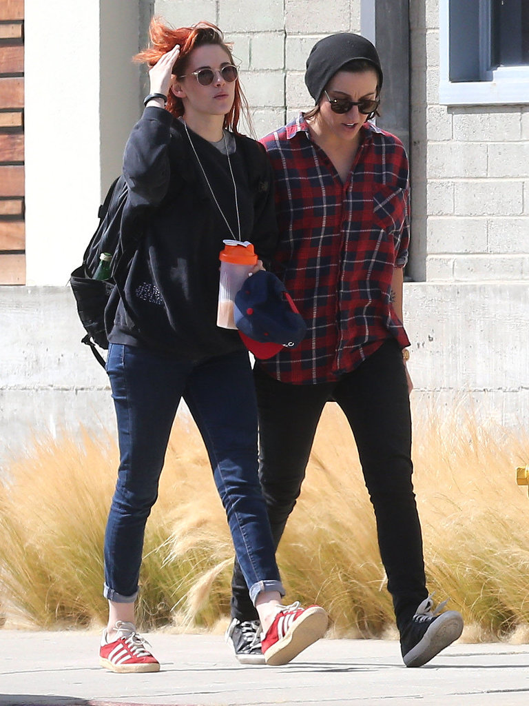 Kristen Stewart Catches Up With a Familiar Friend Before Catching a Flight