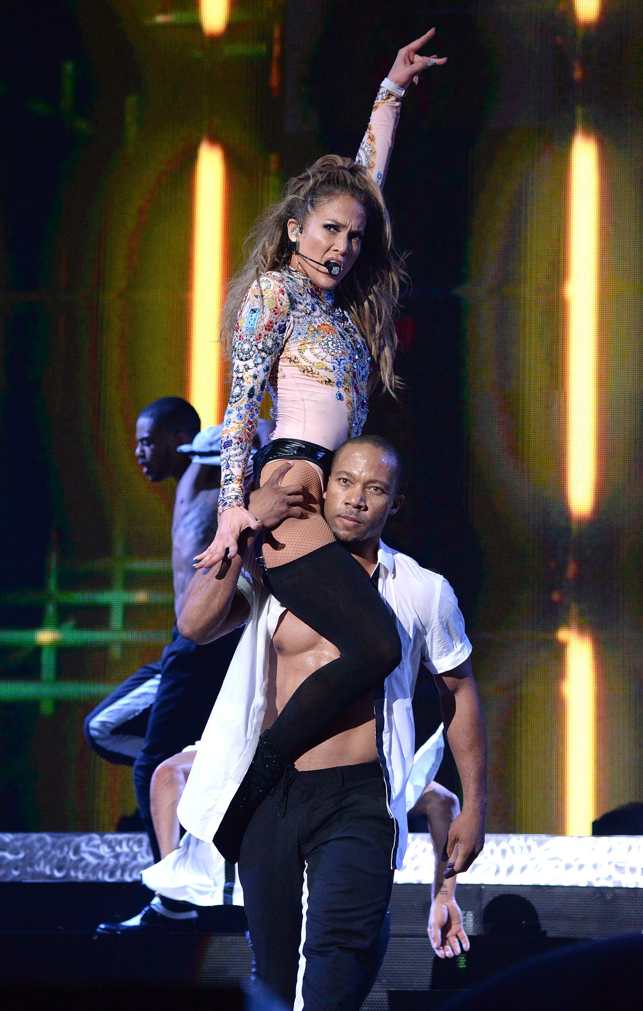 Jennifer Lopez's Hometown Show Gives Miley a Run For Her Money
