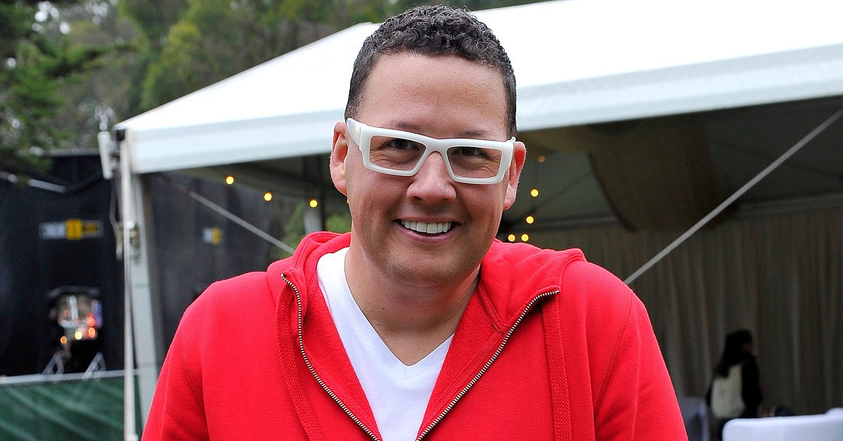 Graham Elliot earned a  million dollar salary - leaving the net worth at 5 million in 2017