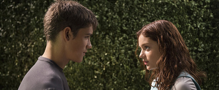 A Romantic Kiss Is the Star of These GIFs From The Giver