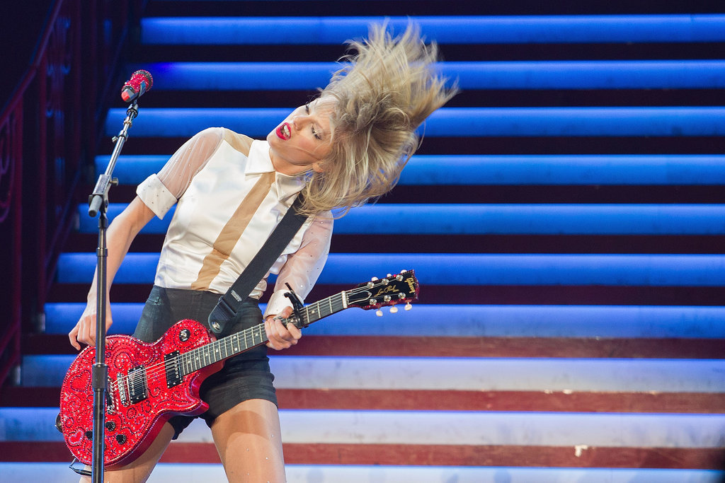Taylor Swift did some serious head-banging at her concert in Singapore on Thursday.