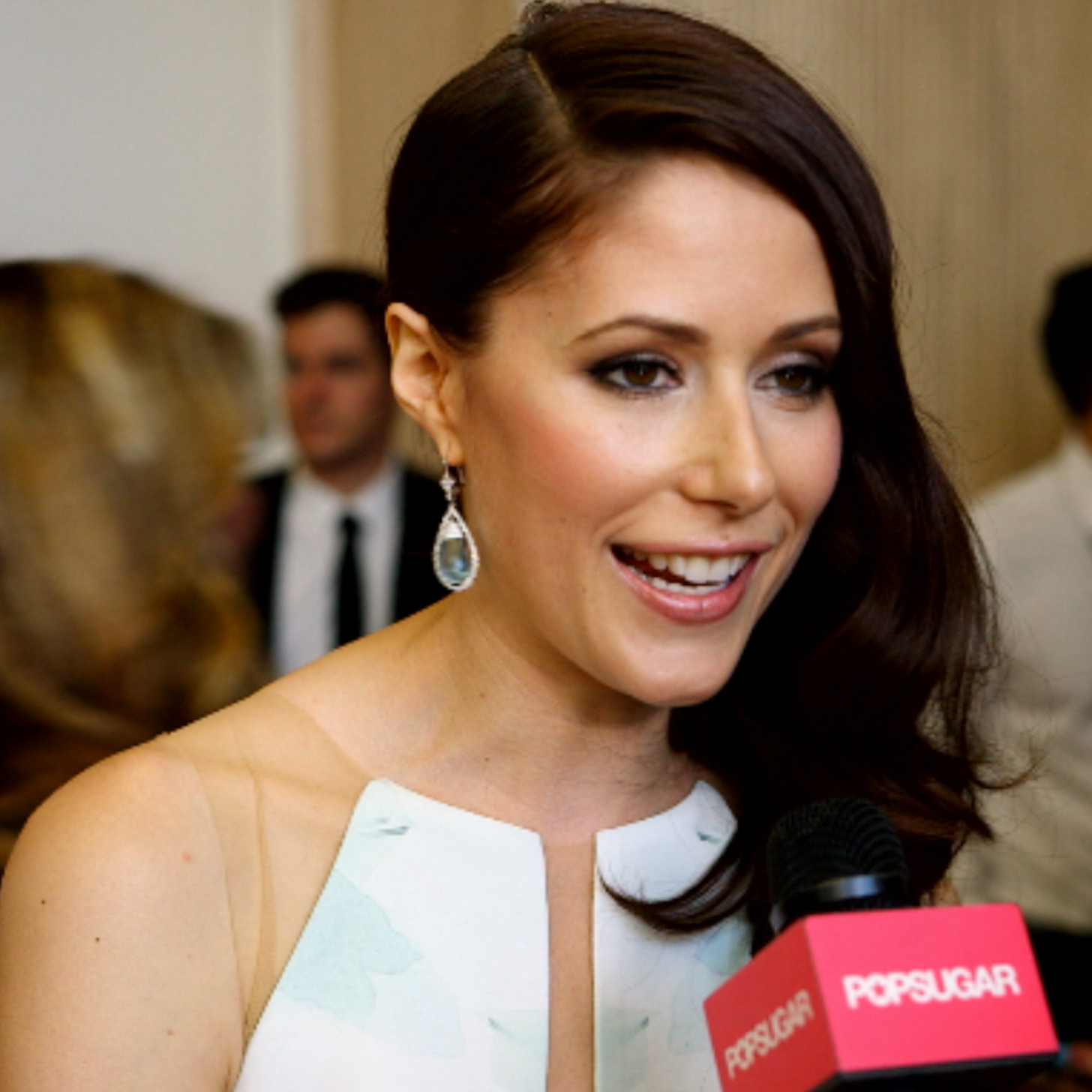 Who is Amanda Crew dating right now