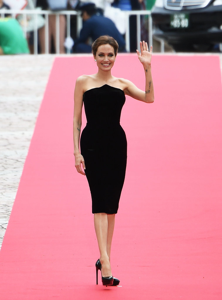 Angelina Jolie and Her Kids in Tokyo   POPSUGAR Celebrity ... анджелина джоли анорексия