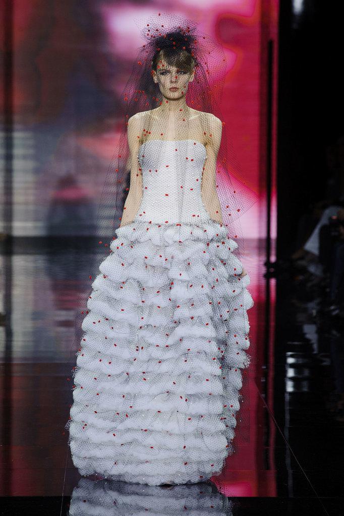 Wedding dresses runway 2014 paris haute couture fashion for Haute couture price range
