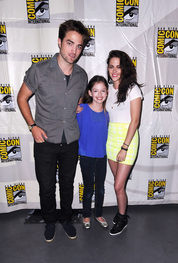 In 2012, Robert Pattinson and Kristen Stewart attended a panel for Breaking Dawn: Part 2 with their onscreen daughter, Mackenzie Foy.