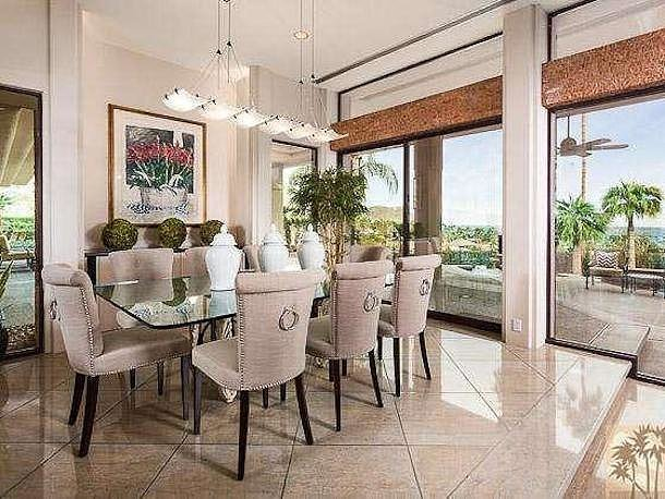 The dining room is fitting for either casual or formal dinners.  Source: Homgroup/Sotheby's