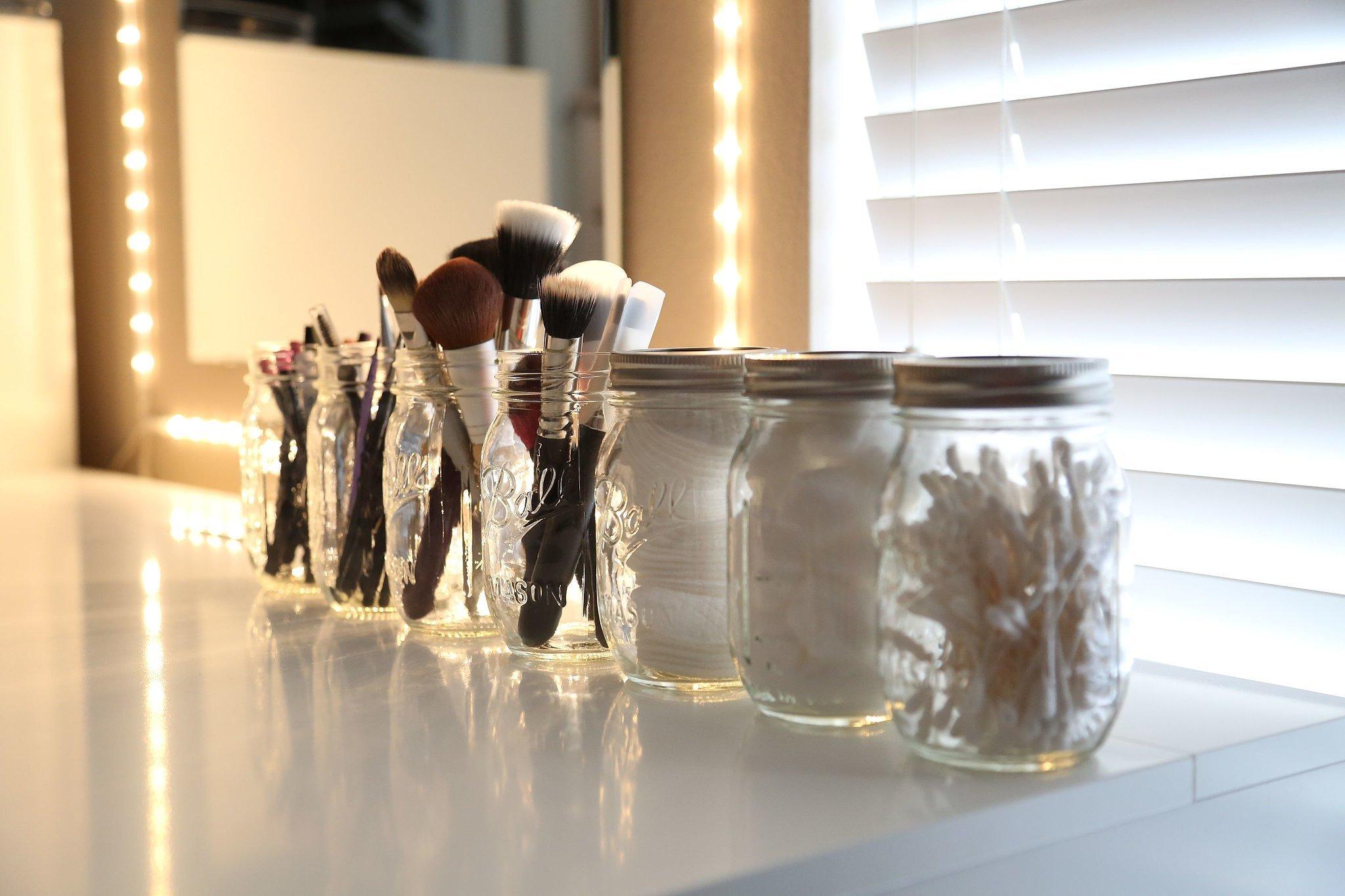 Mason jars for your brushes