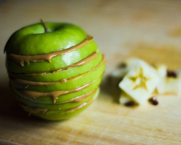 """3. Apple and Almond Butter Sandwich  The fiber in the apples provides instant staying power while the almond butter is a great source of heart-healthy monounsaturated fats. Research shows that people who consume more of these monounsaturated fats do less mindless snacking and have less belly fat. Plus, the antioxidants in apples may help prevent metabolic syndrome, a condition marked by excess belly fat or an """"apple shape.""""  To Make: Core a large apple using an apple corer. Cut apple into rounds. Choose 4 of the largest rounds and put rest of the apple away for later use. Spread two of the apple rounds with 1 tablespoon each of almond butter. Sprinkle 2 tbsp. whole-grain granola on each of the rounds with the almond butter and then finish by topping with 1 tbsp raisins each and sandwiching by placing the other two rounds on top of each one. 4. Mango-Tango Spinach Smoothie Do the prep the night before, freeze the ingredients and give them a whir in the blender before your morning commute for a delicious drinkable breakfast! One cup of mango provides 100% of your daily value for vitamin C, and vitamin C is a very important antioxidant for a fresh face in the mornings, as it is responsible for skin collagen formation and regeneration. Plus, in a study involving 4,025 middle-aged women, researchers found that higher intakes of vitamin C were associated with lower prevalence of wrinkled appearance, dryness associated with aging, and skin thinning. To Make: Combine 1 cup skim milk, 1 sliced banana, 1/2 cup chopped frozen mango, 1 tablespoon ground flaxseed, 1 cup fresh spinach, 1/4 cup plain nonfat Greek yogurt, and 2 teaspoons honey. Blend until smooth. *Tip: Make it without wasting your precious morning minutes by washing the spinach and slicing the banana the night before. Then put all ingredients (except for the juice, yogurt and honey) in a zip-top bag and stash in the freezer. In the morning, all you'll have to do is throw the ingredients in the blender, and you're """