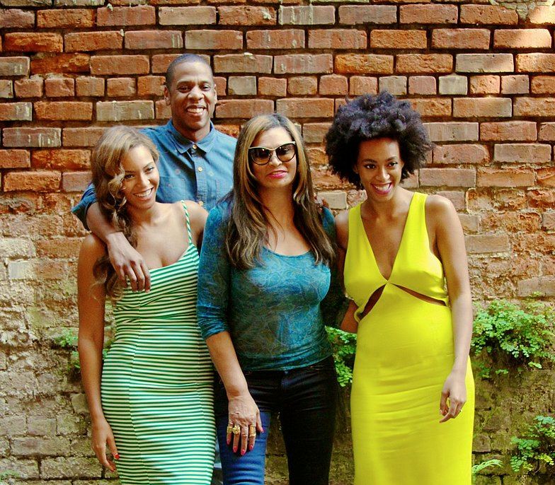 Source: Tumblr user Beyoncé Knowles  May 17: Beyoncé shared family snaps on her personal blog of herself, Jay Z, Solange, and her