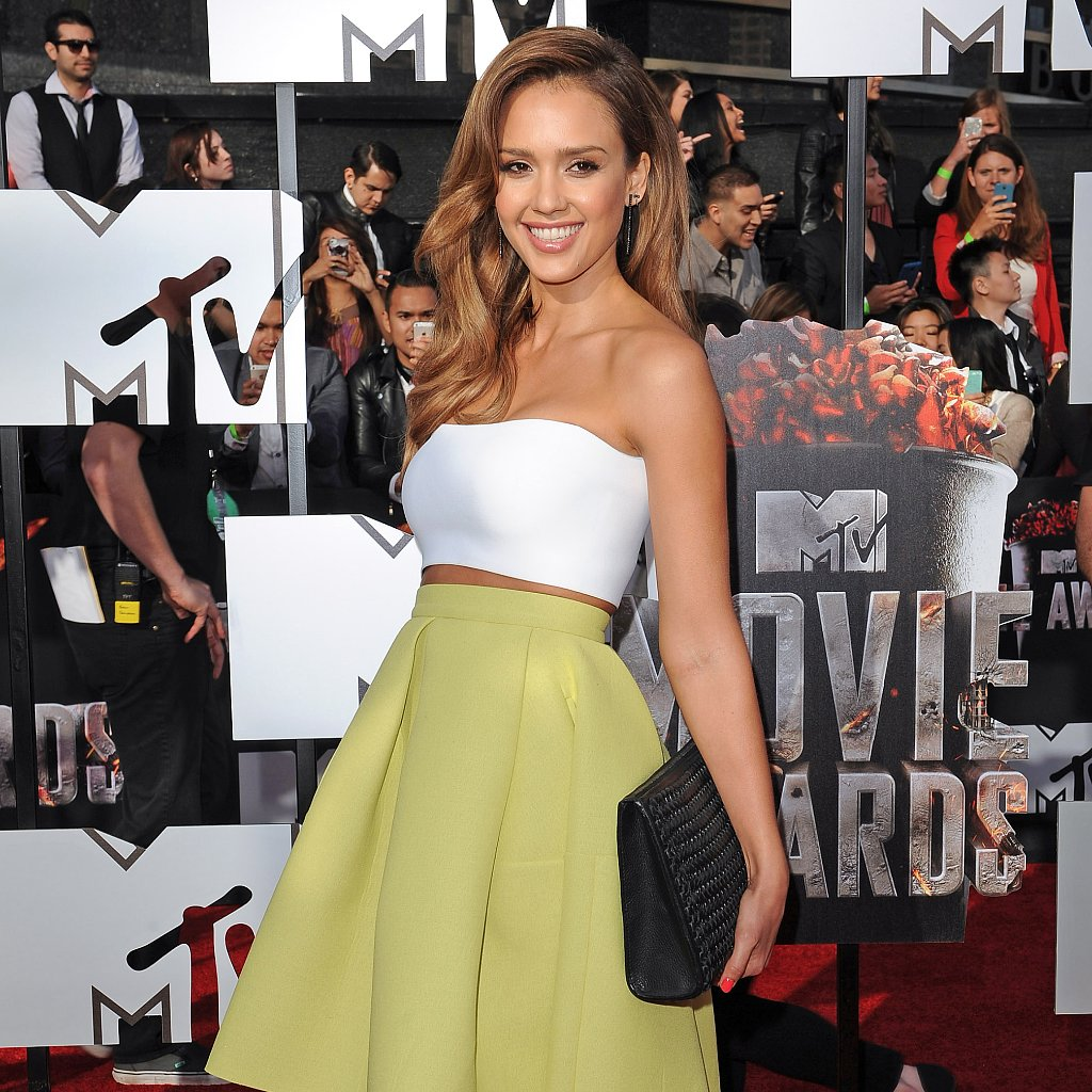 How to Dress Like Jessica Alba