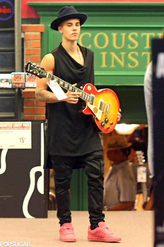On Saturday, Justin Bieber went guitar shopping in LA.