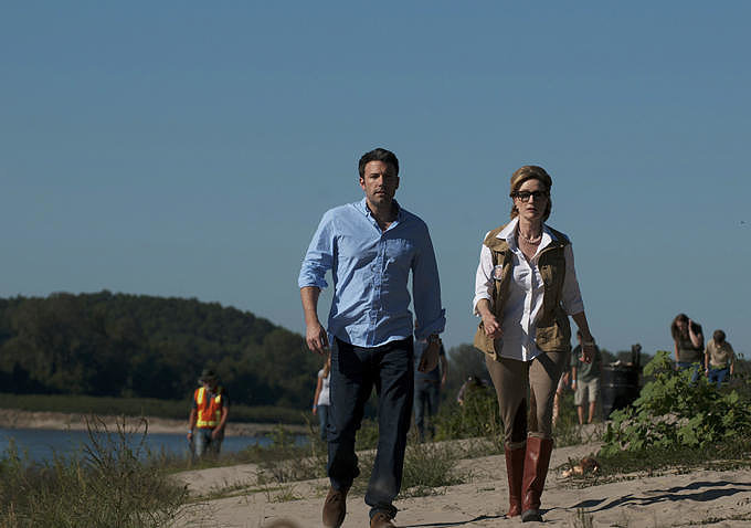 Nick joins a search party for Amy.